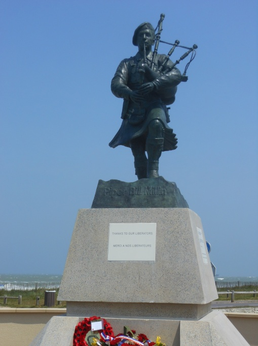 Statue-Bill-Millin-D-day-Piper